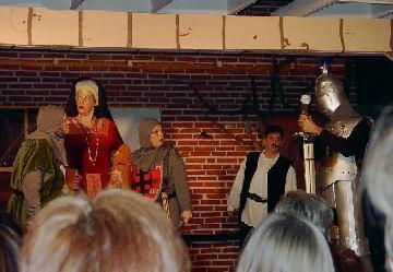 Makoenders tekst en theater 39 hatsjie een riddersprookje 39 - Klein kamermeisje ...
